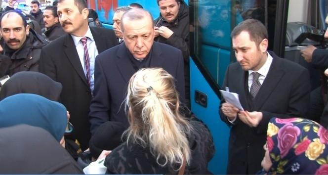 Cumhurbaşkanı Erdoğan kendisine seslenen engelli gençle sohbet etti