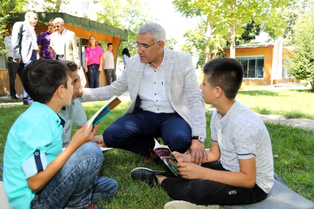 Başkan Güder, Dünya Kitap Okumayı Sevenler Günü etkinliğinde gençlerle buluştu